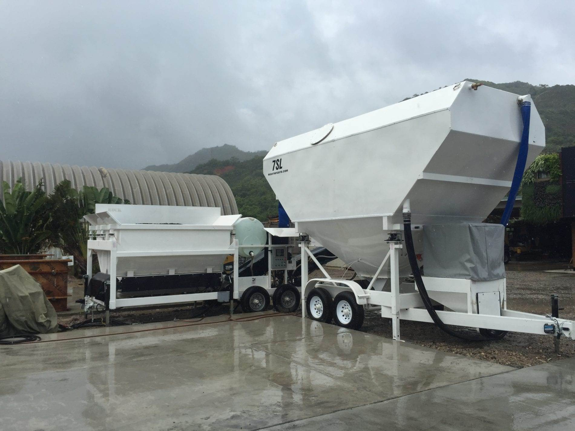Portable Concrete Batching Plant 5+ Cubic Yards Automated Mix Right 2CL-5-2 & Portable Cement Silo 35 Ton 7SL-80 in Hawaii by Right Manufacturing Systems Inc.
